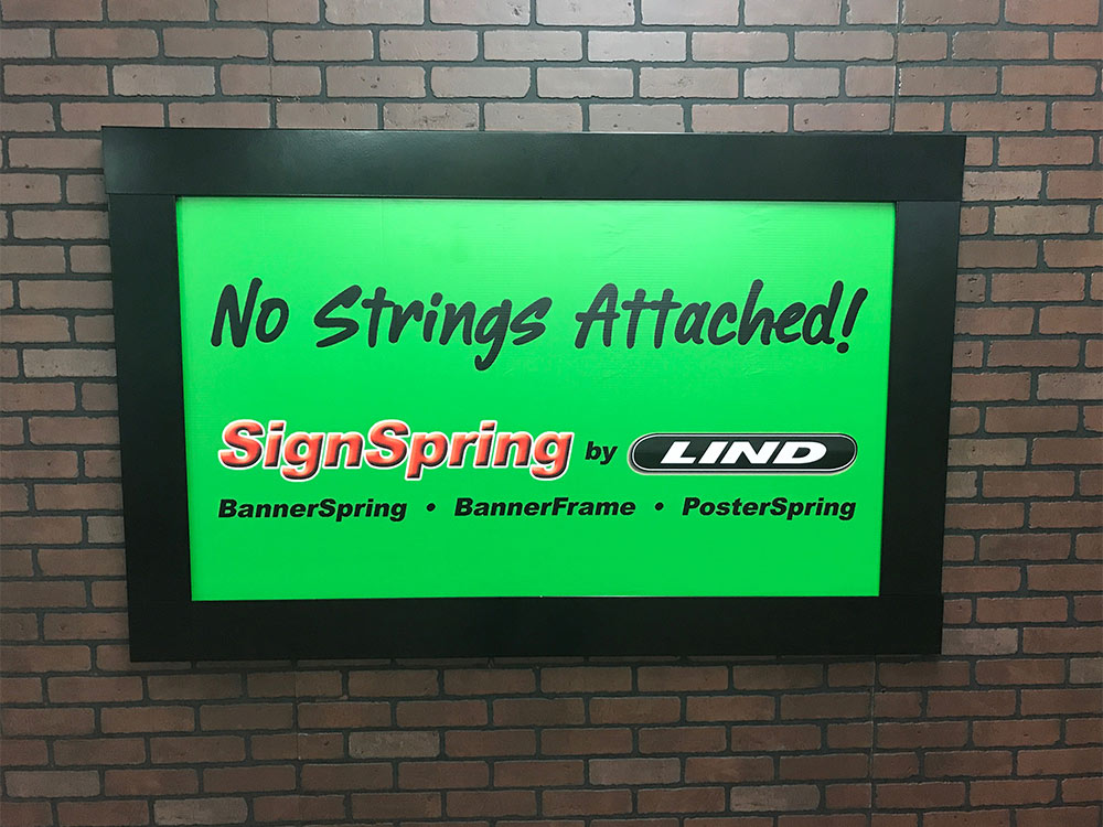 BannerFrameHINGE closeup closed